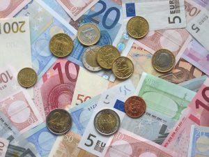Euroja seteleinä ja kolikoina